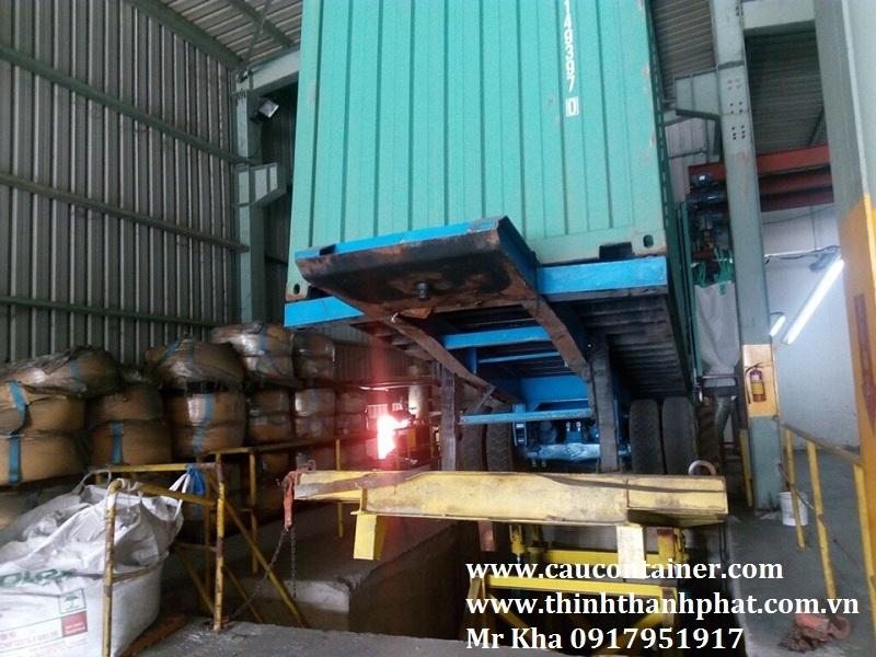 Bàn nâng xe container đổ liệu thủy lực