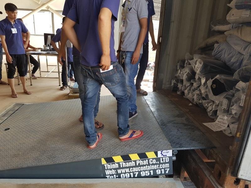 Sàn nâng cơ khí cho container